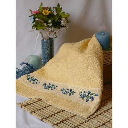 Wzór graficzny - Ręcznik z niebieskimi kwiatami - Haft krzyżykowy