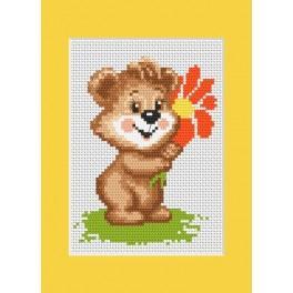 W 8243 Wzór graficzny online - Kartka urodzinowa - Miś z kwiatkiem