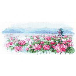 RIO 1869 Zestaw do haftu z muliną - Pole lotosu. Pagoda na wodzie